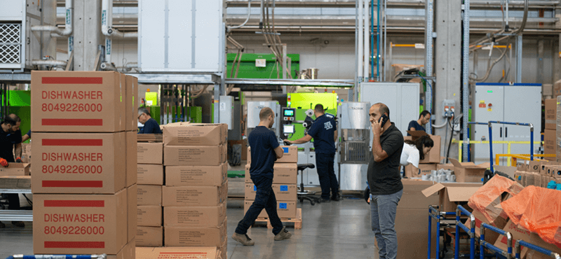 How to choose between buying and leasing a warehouse